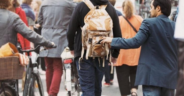 How Travelers Can Avoid Scams – Expert Advice